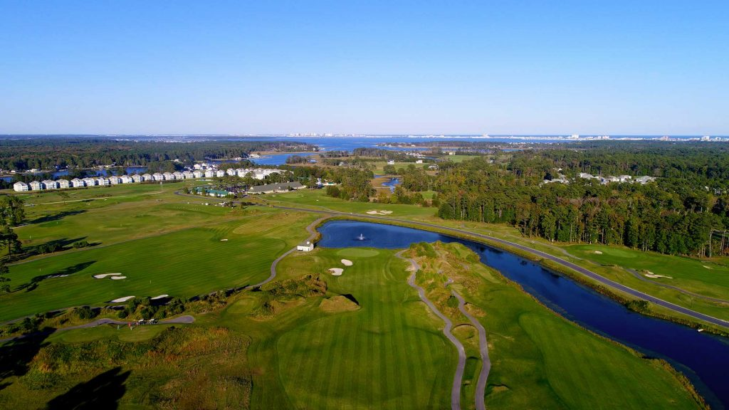 Vie wof the golf course and its surrounding from top